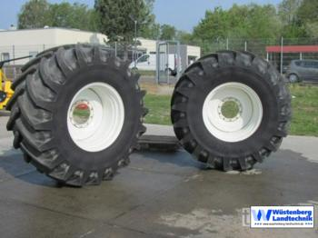 New Holland Radsatz 800/65 R32 - harvester attachment