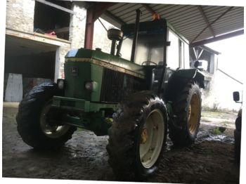 Wheel tractor John Deere 3040: picture 1