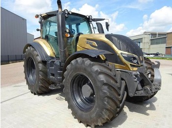 Wheel tractor Valtra T214D Direct Smart Touch
