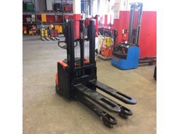BT SWE 200 D // 2.800 Std / HH 2100 mm / Initialhub - stacker