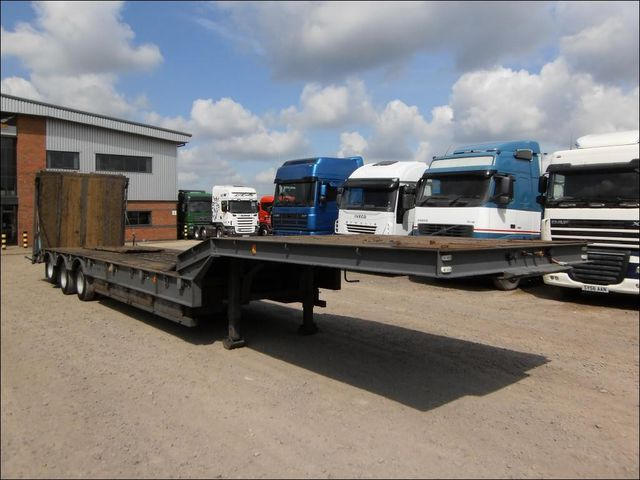 CHIEFTAIN TRAILERS 13.5 METRE TRI AXLE STEPFRAME LOW LOADER C low ...