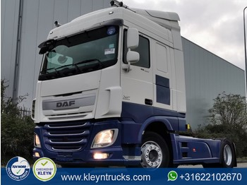 Tractor unit DAF XF 460 spacecab
