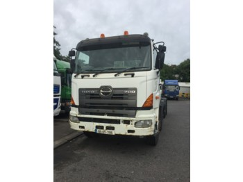 Hino 700 - cab chassis truck
