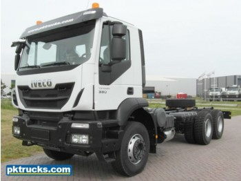 Iveco Trakker AD380T38H AT - cab chassis truck