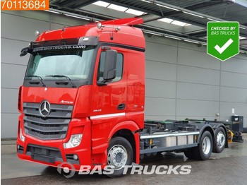 Container transporter/ swap body truck Mercedes-Benz Actros 2543 L 6X2 Retarder Liftachse Standklima Euro 6