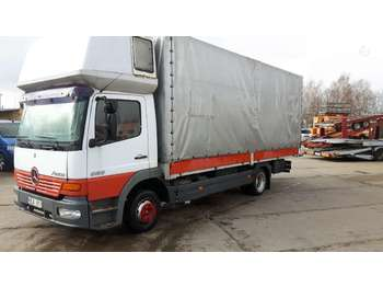 Curtainsider truck Mercedes-Benz 823